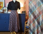 Wool mix skirt from the 60/70s. Size EU 40 / UK 14 / US 10.  Waist 80 cm / 31,5 inches