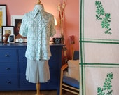Shirt from the 1970s. Size EU 38-40 / UK 12-14 / US 8-10. Chest 100 cm / 39,4 inches