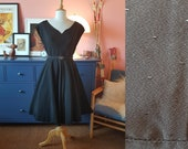 Beautiful day dress / party dress from the 1950s. Full circle skirt dress. Size EU 36 / UK 10 / US 6.  Waist 74 cm / 29,1 inches