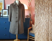 Winter coat from the 1960s. 60s coat in in pure llama wool. Size EU 40-42 / UK 14-16 / US 10-12. Chest 102 cm / 40,2 inches.