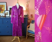 Purple dress from the 1970s. Size EU 42 / UK 16 / US 12. Waist 84 cm / 33,1 inches