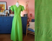 Evening dress from the 1960s. Size EU 38 / UK 12 / US 8. Waist 79 cm / 31,1 inches.