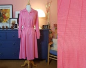 Day dress from the 1970s. will fit many sizes: Maximum a Size EU 42-44 / UK 16-18 / US 12-14.  Chest 104 cm / 40,9 inches