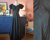 Evening dress from the 1930s. In poor condition - needs repair). Size EU 36 / UK 10 / US 6. Waist 72 cm / 28,3 inches