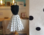 Super cool 1950s/1960s skirt. Petite size. Full circle skirt. Swing skirt. Size EU 30 / UK 4 / US 0. Waist 60 cm / 23,6 inches.