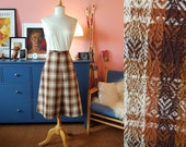 Wool skirt from the 1960s. Size EU 36 / UK 10 / US 6.  Waist 74 cm / 29,1 inches