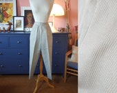 cigarette pants from the 1950s or early 1960s. Size EU 30 / UK 4 / US 4. Waist 57 cm / 22,4 inches