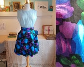 Beautiful skirt with floral pattern from the 1950s/1960s. Size EU 30-32 / UK 4-6 / US 0-2. Waist 63 cm / 24,8 inches