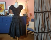 Lovely dress from the 1950s. New look 50s dress. Dress with need of mending. Size EU 38 / UK 12 / US 8. Waist 76 cm / 29,9 inches.