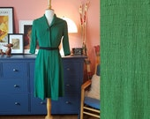 Day dress from the 1940 (possible the 1950s). Size EU 34 / UK 8 / US 4. Waist 70 cm / 27,6 inches