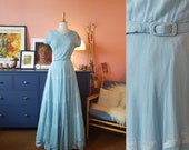 Beautiful long evening dress from the 1940s. with flaws. Size EU 32 / UK 6 / US 2. Waist 64 cm / 25,2 inches