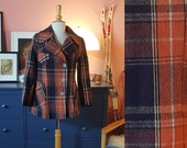 Cool check fall / winter coat from the 1970s.  Size EU 34-36 / UK 8-10 / US 4-6.   Chest 88 cm / 34,6 inches.