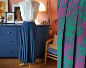 Skirt from the 1980s. Size EU 40 / UK 14 / US 10.  Waist 80 cm / 31,5 inches