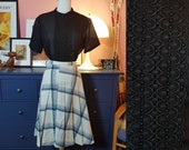 Black blouse from the 1960s. Size EU 42-44 / UK 16-18 / US 12-14.  Chest 106 cm / 41,7 inches