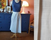 Skirt from the 1960s. rare larger size vintage. Size EU 42 / UK 16 / US 12.  Waist 86 cm / 33,9 inches