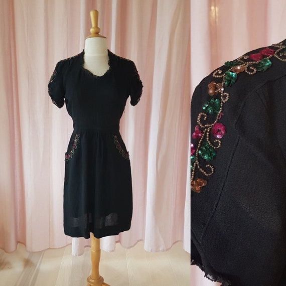 Day dress from the 1940s. Lovely black 40s dress.