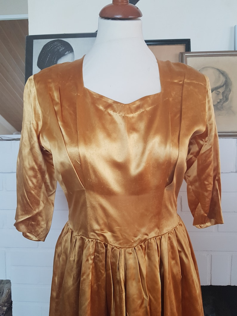 Waist 72 cm  28,3 inches. Size EU 36  UK 8  US 4 Evening dress from the late 40s early 50s New Look With flaws