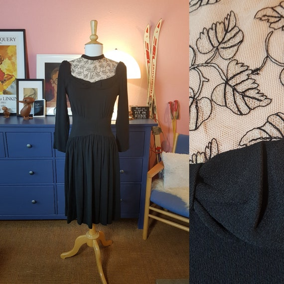 Dress from the 1940s. Size EU 40 / UK 14 / US 10.