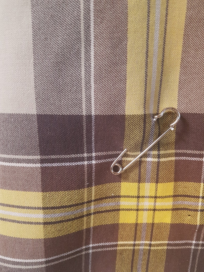 Check skirt from the 1970s with original safety pin Size EU 36  UK 10  US 6 Waist 72 cm  28,3 inches