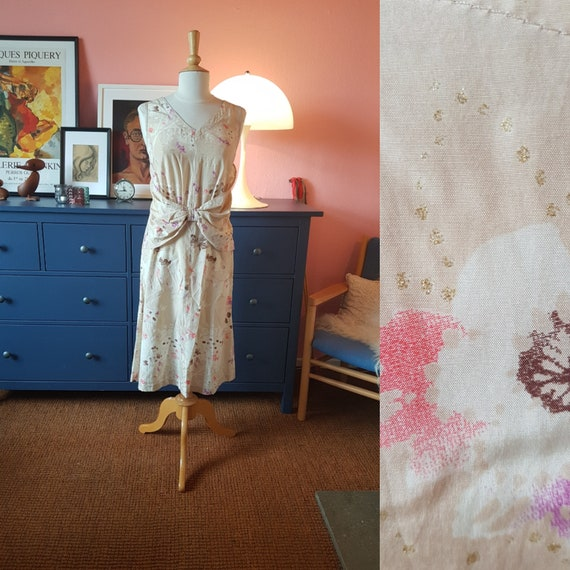 Size EU 40-42  UK 14-16  US 10-12 Day dress from the 1960s1970s Chest 100 cm  39,4 inches
