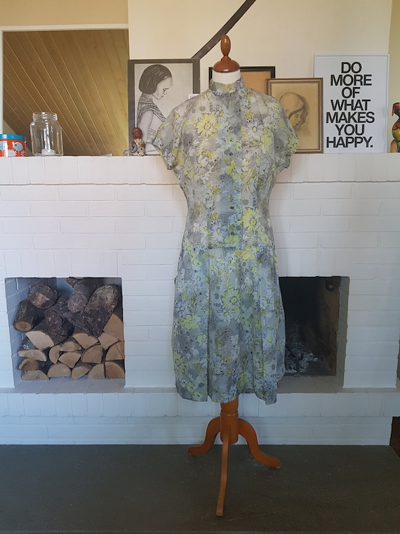 Nice summer dress  day dress from the 1950s Waist 70 cm  27,6 inches Size EU 34  UK 8  US 4