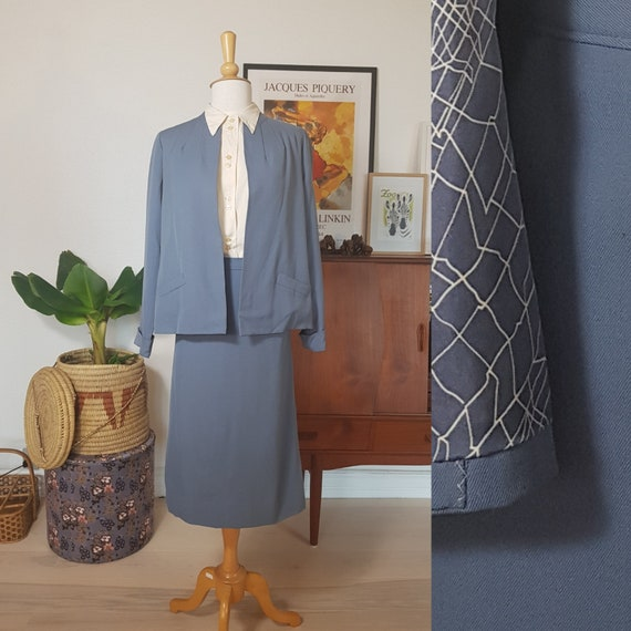 Skirt suite from the late 40s or early 40s. Blue 5