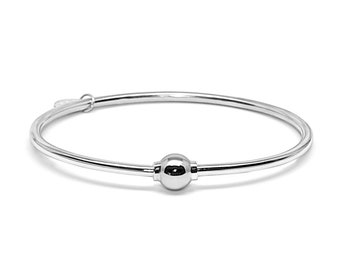 Made on Cape Cod. Bracelet made in Sterling Silver with a Silver Screw Ball.