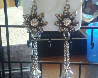 Floral dangle earings