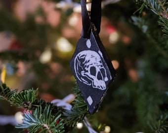 """Hand Carved """"King Of Fool"""" Skull and Crown Yule/Christmas Ornament"""