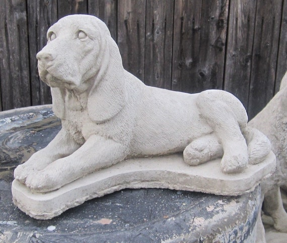 CONCRETE BLOODHOUND 0R GRAVE MARKER COONHOUND DOG STATUE OR USE AS MEMORIAL
