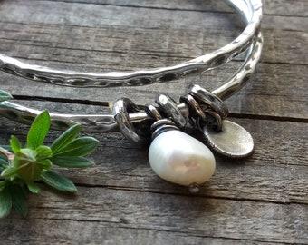 set of 2 solid bangles with pearl charm, silver bangle bracelet, stacking bangles, modern bracelet, raw silver bracelet, hammered bangles