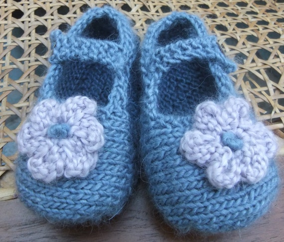 Baby Pink Sarah Jane knitted shoes Pink Merino Wool /& Ribbon Bow Booty Hand Knitted BABYS BOOTIES Baby Shower Gift Babys booties
