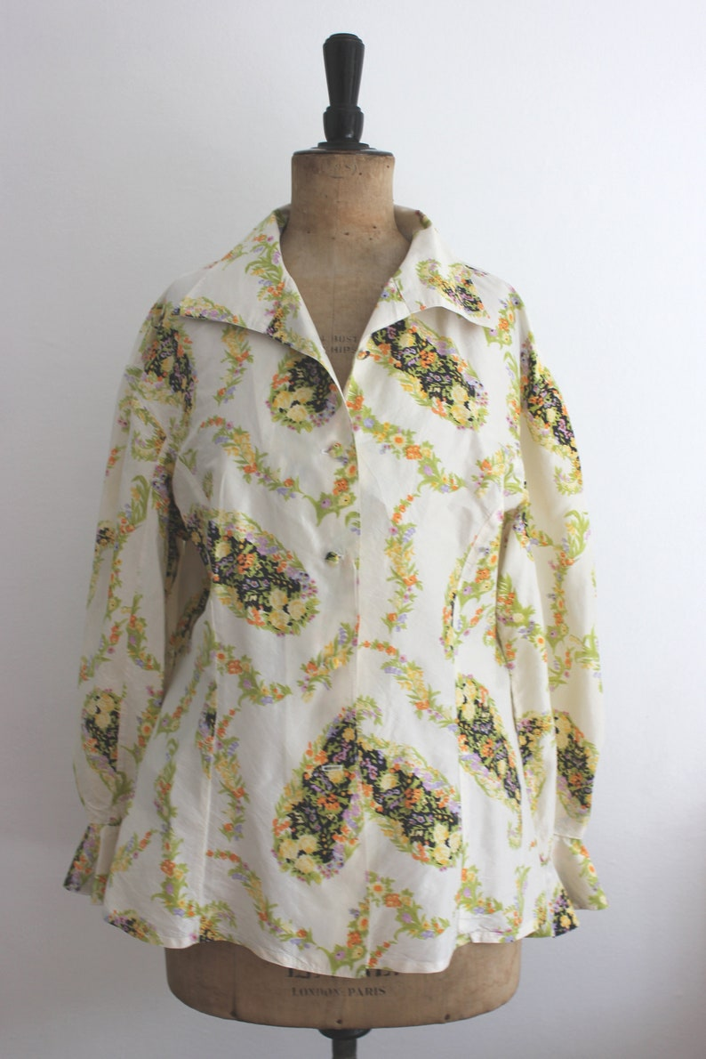 covered buttons size UK 12 1970/'s Floral Pure Silk Blouse handmade vintage retro flamboyant boho maximalist frilly wide collared top