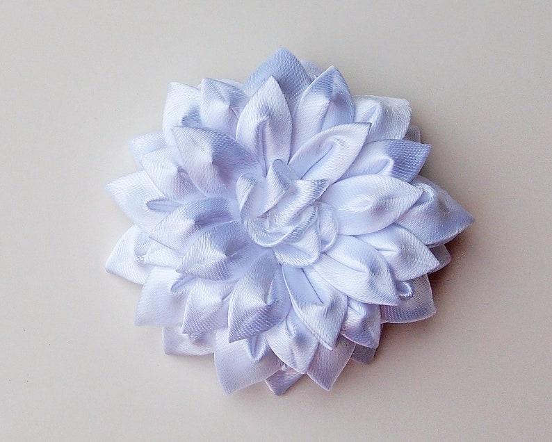 White Dahlia hair clip White silk hair flower Wedding hair clip Bridesmaid hair clip Bridal hair pin Silk daisy hair clip Fabric flower