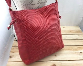BALLY Red Quilted Leather Tote Bag Bucket Bag with Crossbody Strap