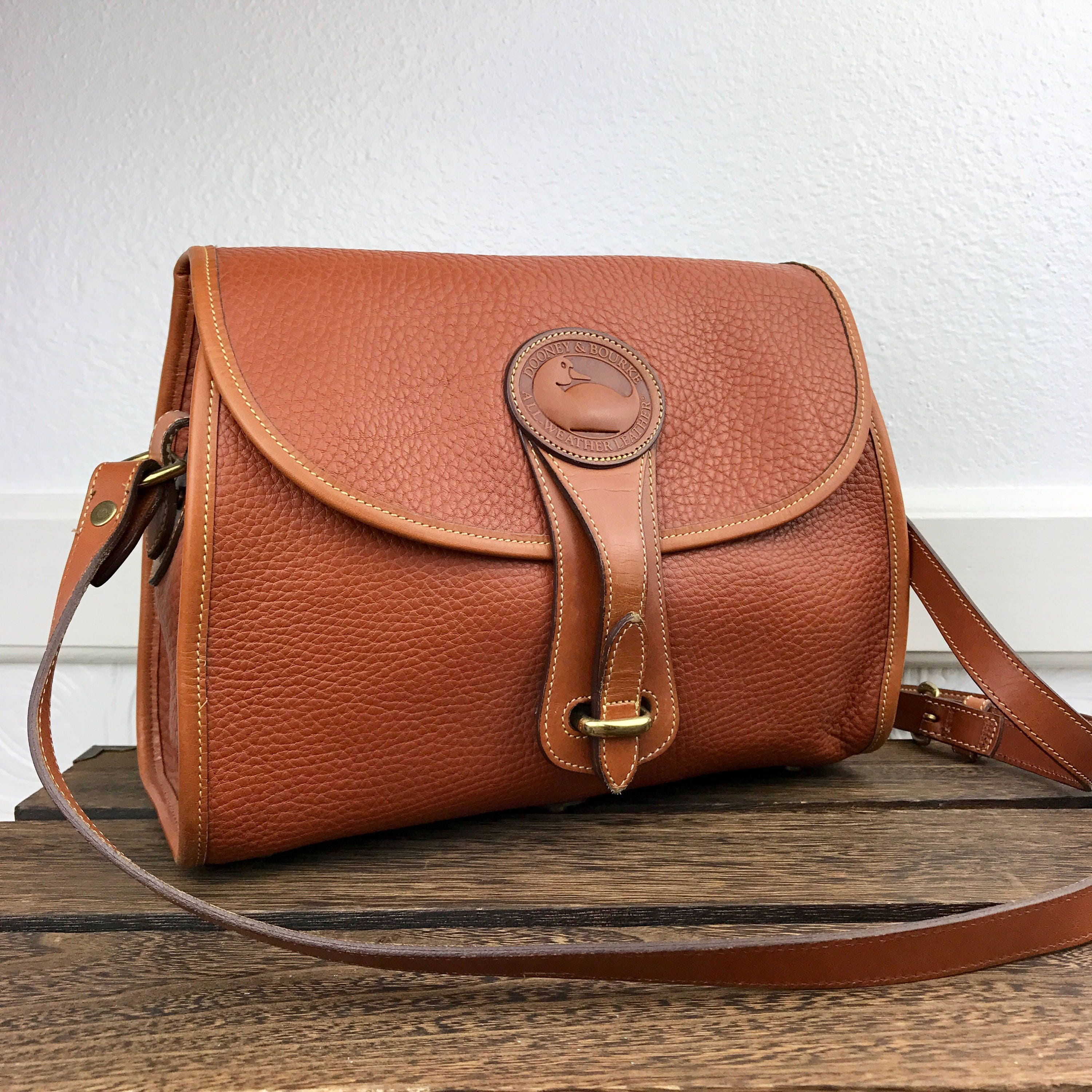 945e449613d5 Vintage Dooney   Bourke Equestrian Crossbody British Tan All Weather  Leather Shoulder Bag Made in USA