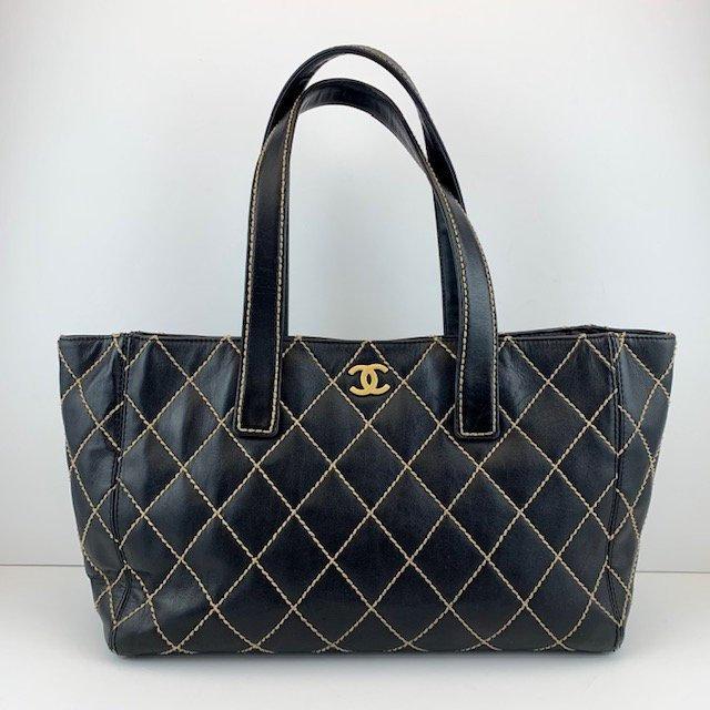 fec72bdc1506 CHANEL Tote Bag Diamond Stitch Quilted Leather Shoulder Bag