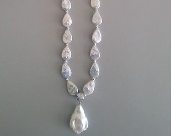Freshwater Pearl Necklace with Baroque Pearl Pendant