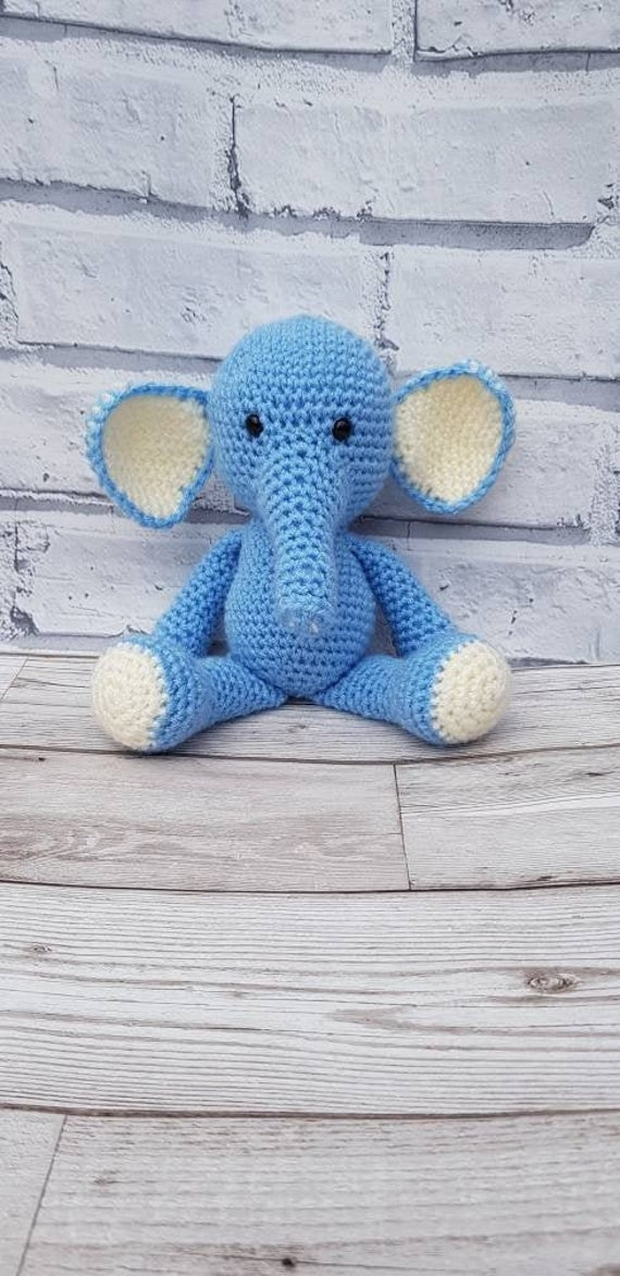 Amour Fou | Crochet }: { Gustav, the balancing elephant... } | 1173x570