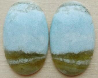 natural stone cabochon oval form shape blue diopside Violane