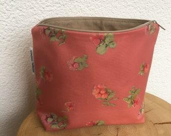 Toiletry bag, case, fabric bag, travel bag, make-up bag, utensils, virgin region, Switzerland, Swiss Alpine Style, cranberry, red