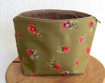 Toilet bag, cosmetic bag, necessaire, cranberry, hand sewn, Swiss Alps, botanical