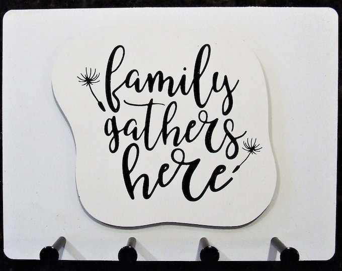 """Wall Mounted Keychain Holder Rack with saying-""""family gathers here"""""""