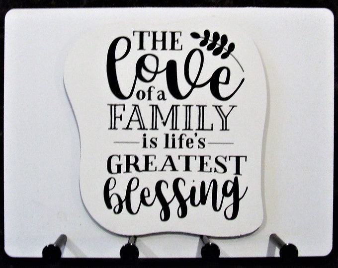 """Wall Mounted Keychain Holder Rack with saying-""""THE love of a FAMILY is life's GREATEST blessing"""""""
