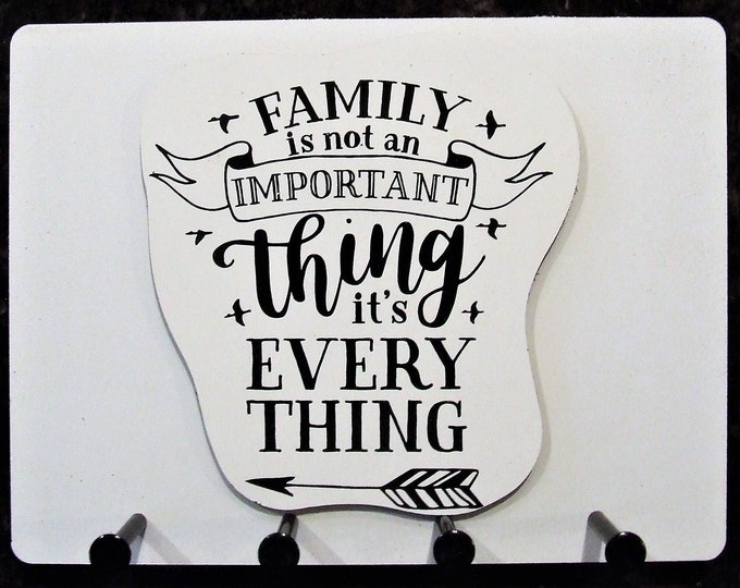 """Wall Mounted Keychain Holder Rack - """"Family is not an IMPORTANT thing it's EVERY THING"""""""