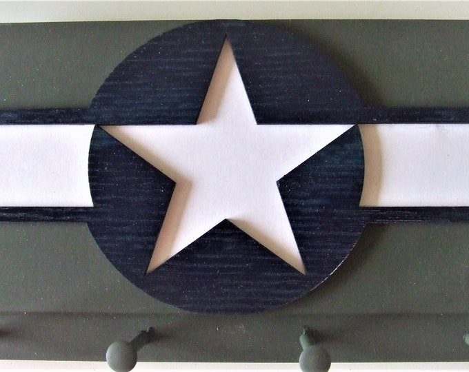 United States Olive Green Wall Mounted Military Aircraft Insignia Key Chain Rack (1943 to 1947)