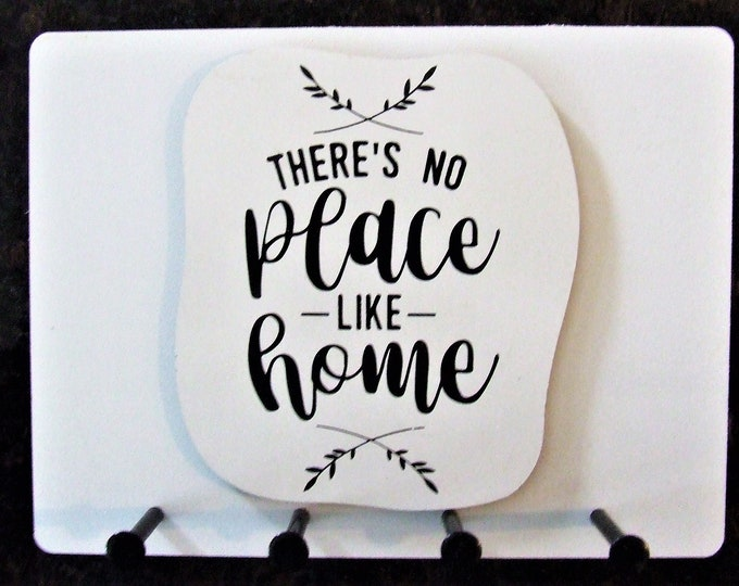 """Wall Mounted Keychain Holder Rack with saying -""""There's No Place Like Home"""""""