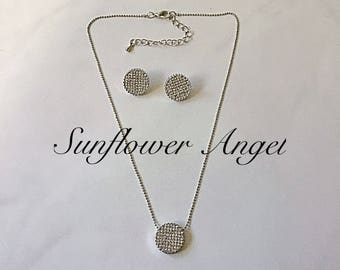 Stunning silver and diamante discs necklace and earring set, perfect for a wedding or party.