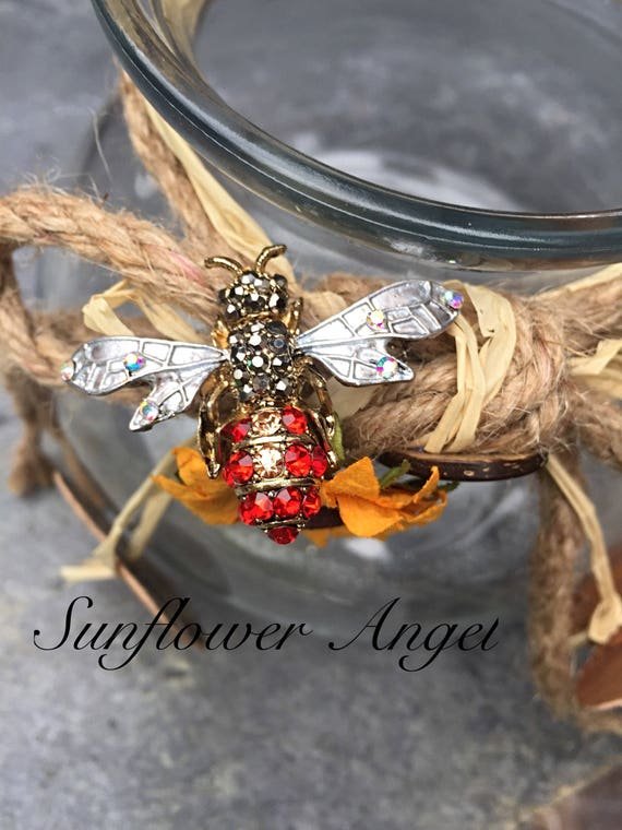 Vintage style glamourous bee brooch (Manchester bee). With crystals and enamel. With frosted silver wings.