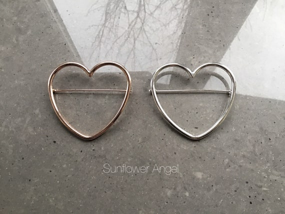 Large minamlist heart brooch, in polished silver or gold alloy.